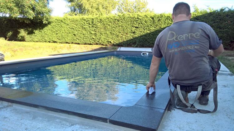 Margelles de piscine en granit flamm bross pierre for Piscine en granit