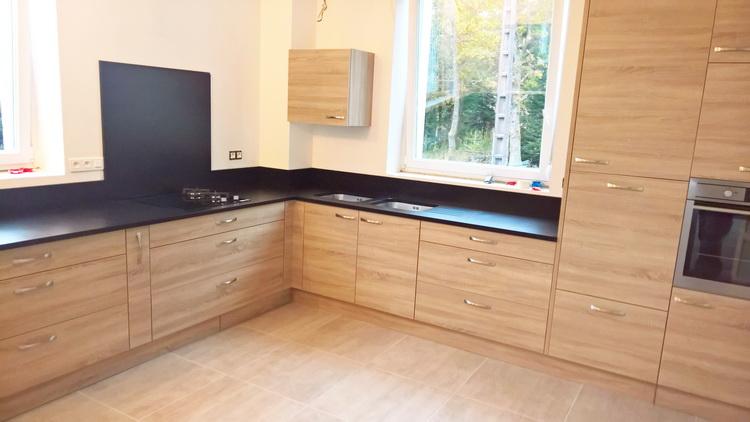 cuisine amnage avec ilot central le gris dans la cuisine maison cuisine la cuisine equipee. Black Bedroom Furniture Sets. Home Design Ideas