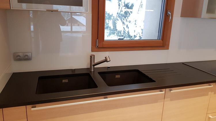 Entretien granit noir effet cuir cuisine granit noir cuir for Evier en granit noir entretien