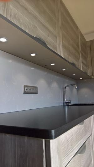 cuisine granit noir letano et crédence grey savoye 03-17 - pierre²