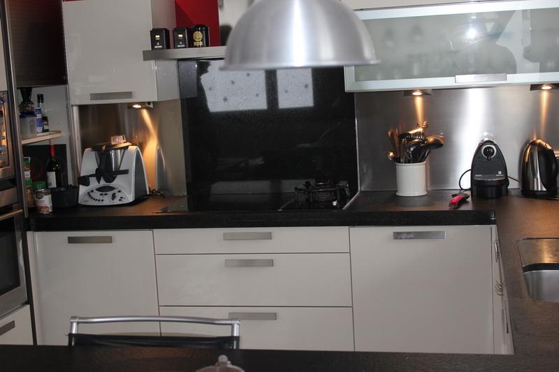 cuisine granit noir flamm bross pierre granit andr demange. Black Bedroom Furniture Sets. Home Design Ideas