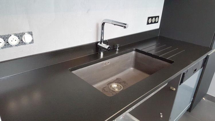 plan de travail en granit noir 04 16 pierre granit. Black Bedroom Furniture Sets. Home Design Ideas